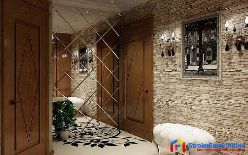 На фото: зеркальная плитка в интерьере