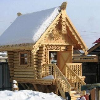 На фото: дома в русском стиле