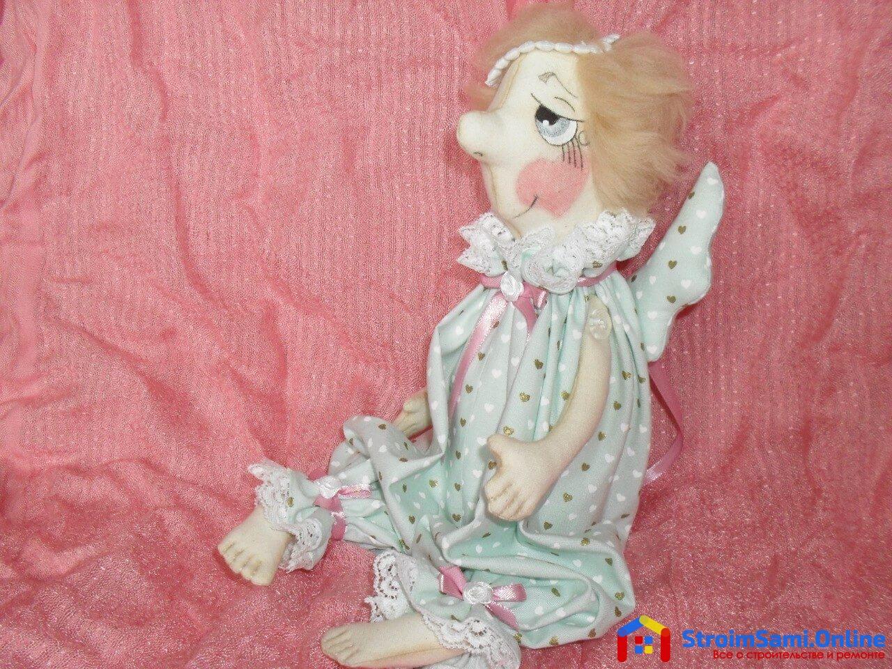 На фото: куклы из ткани своими руками