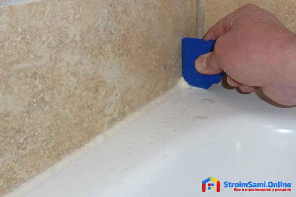 Как заделать щель между ванной и стеной герметиком