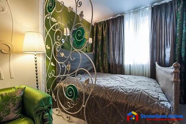 На фото: декоративная металлическая перегородка для комнаты