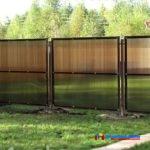 На фото: забор из поликарбоната