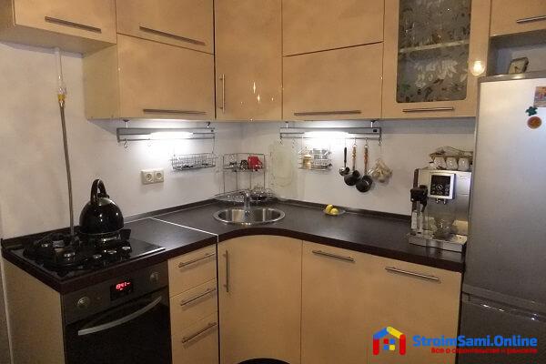Дизайн кухни 7 кв. м.: фото, новинки 2017 с холодильником