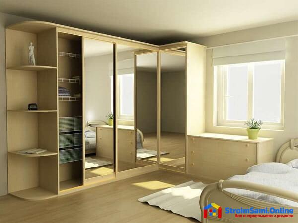 На фото: угловой шкаф-купе в спальню с наполнением (вид изнутри)