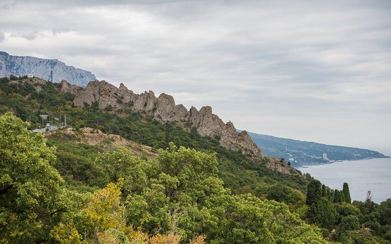 На фото: гора Ай-Юри
