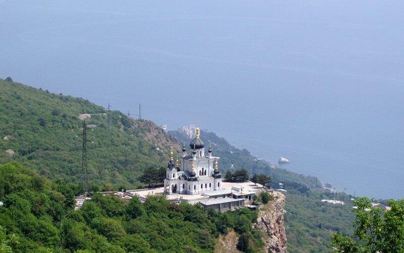 На фото: Форос - курортный поселок Южного берега Крыма