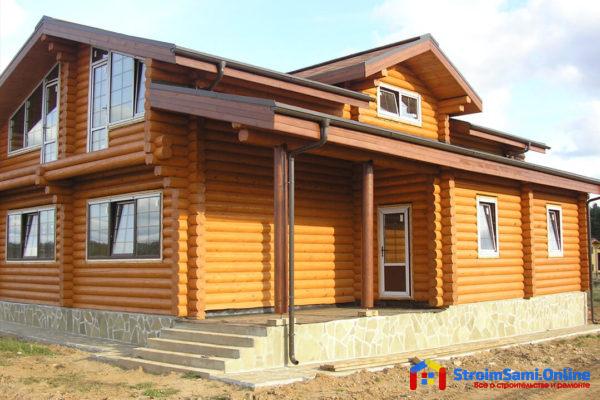 На фото: дом из оцилиндрованного бревна