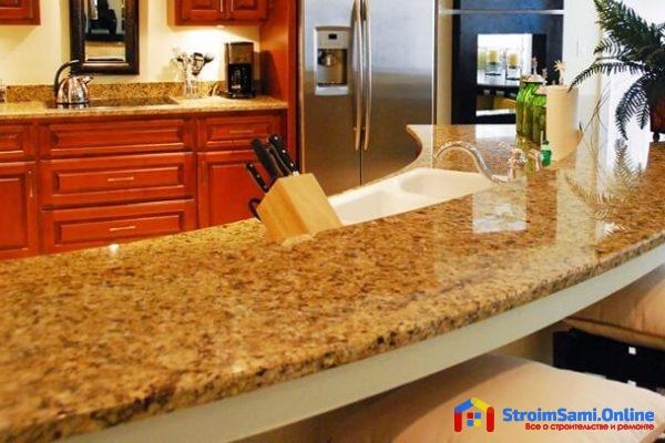 Столешница из натурального камня для кухни в интерьере