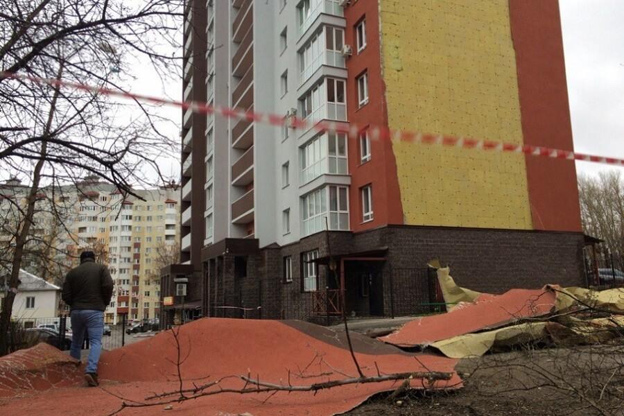 В Уфе обвалился фасад нового дома: фото