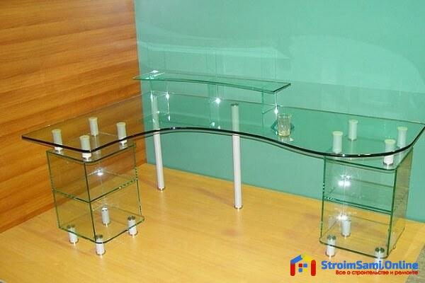 На фото: мебель из стекла