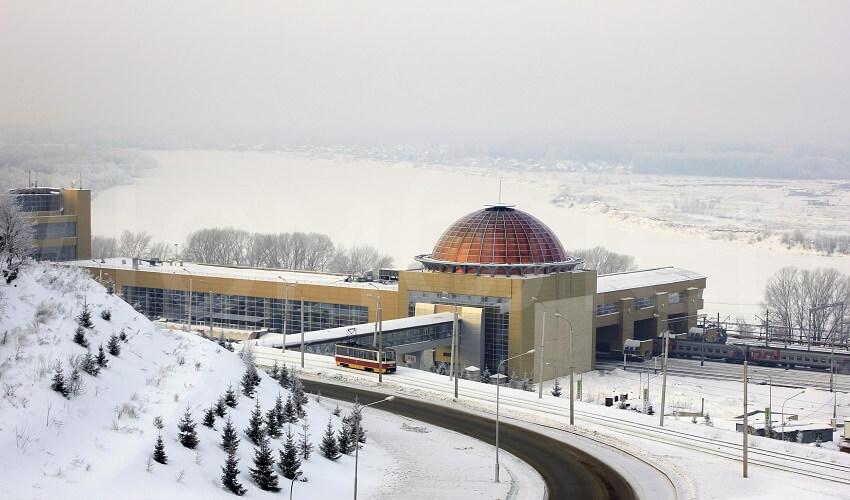 На фото: ЖД вокзал в Уфе зимой