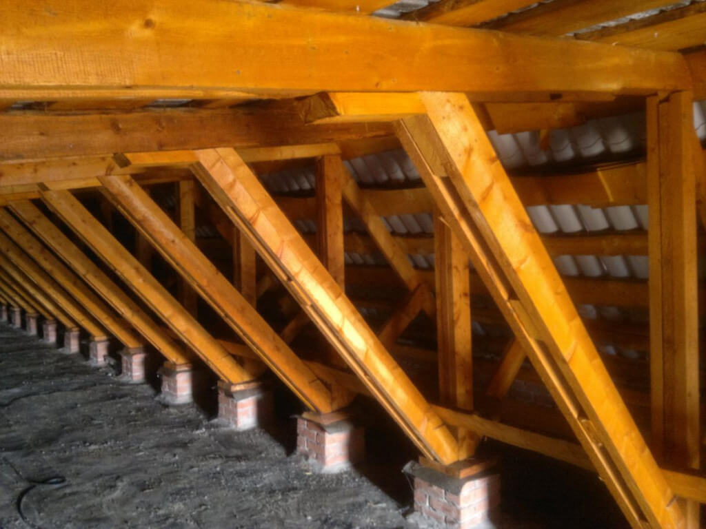 Защита деревянных конструкций от гниения и возгорания
