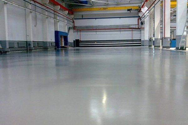 На фото: промышленный бетонный пол