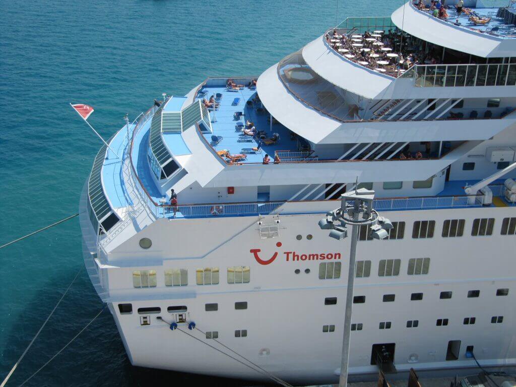 Круизный лайнер Thomson Majesty