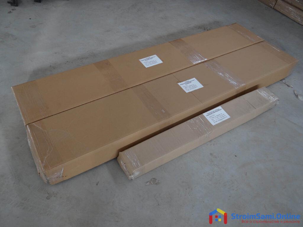 На фото: теплица с открывающейся крышей в упаковке
