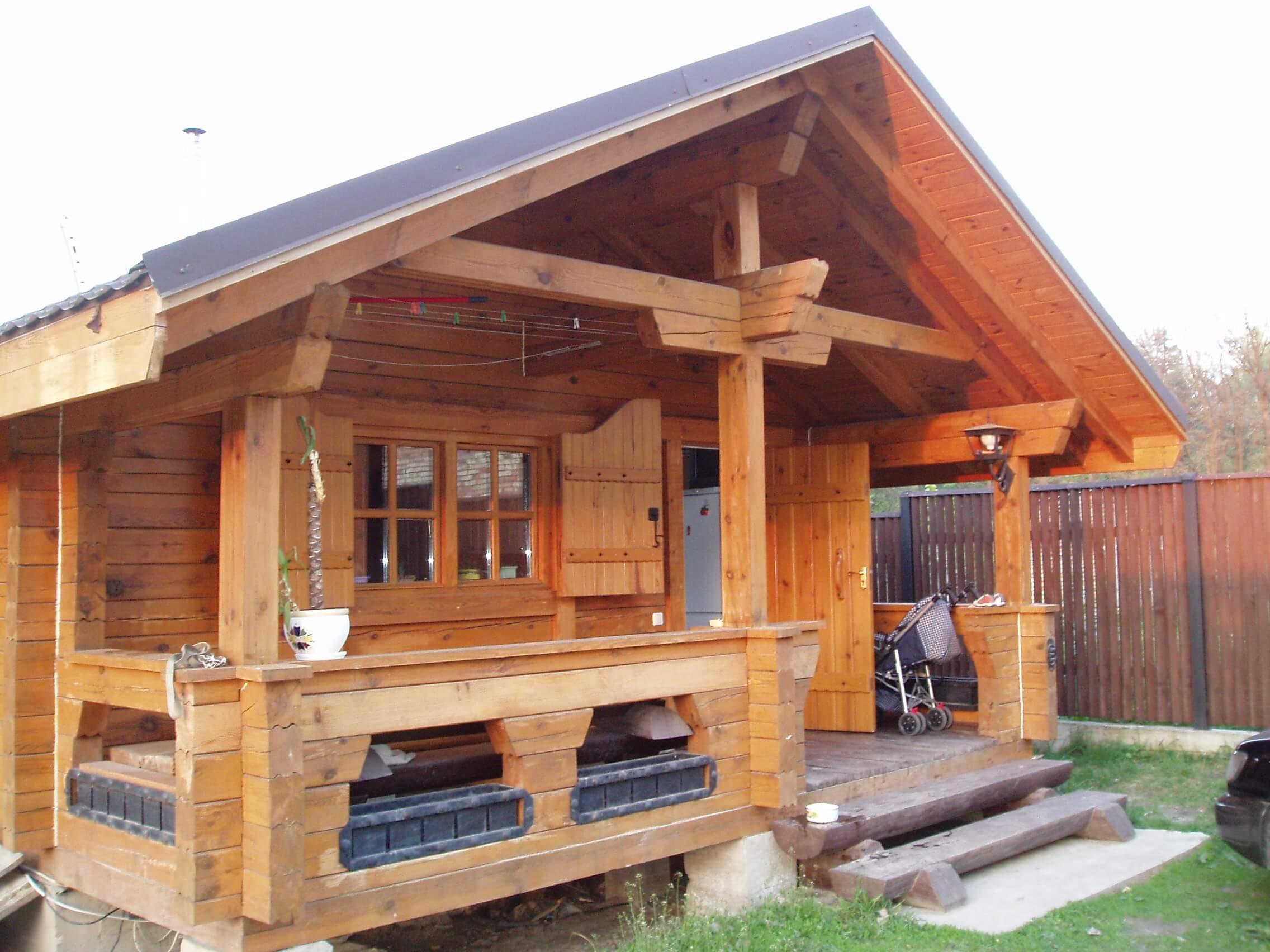 На фото: деревянная баня