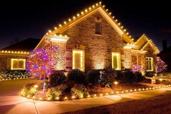 Наружное освещение загородного дома к Новому Году
