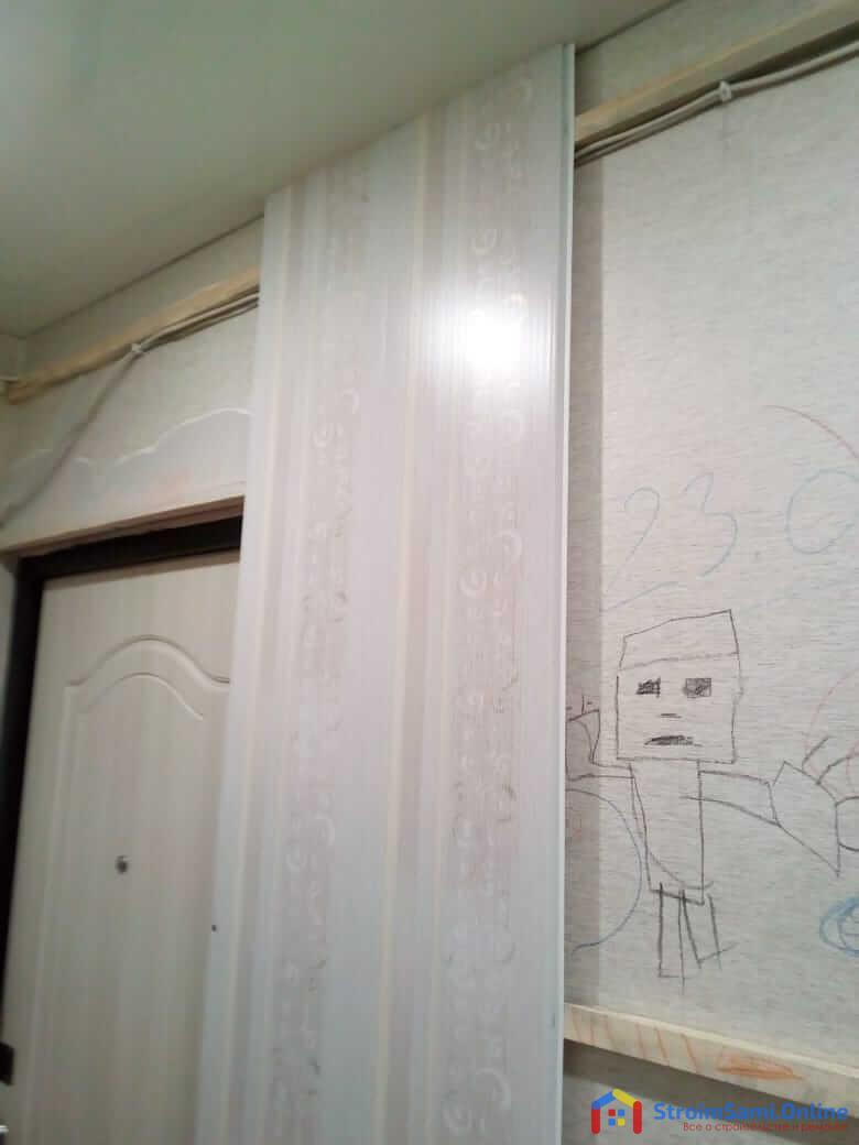 Отделка стен в прихожей панелями ПВХ
