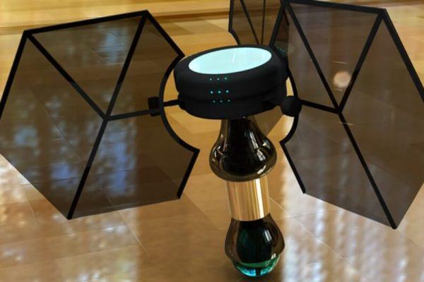 На фото: летающий мини-робот