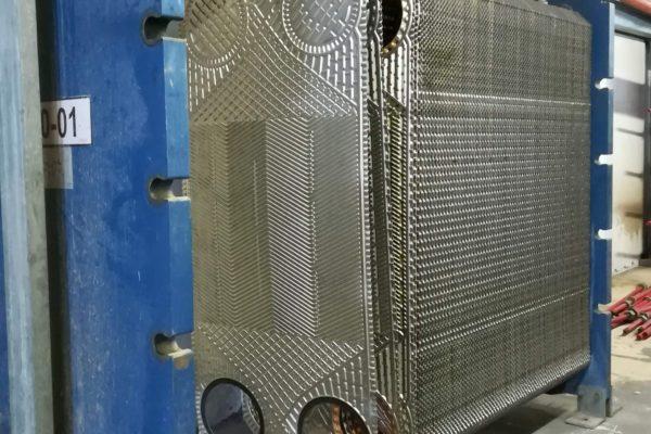 На фото: пластинчатый теплообменник