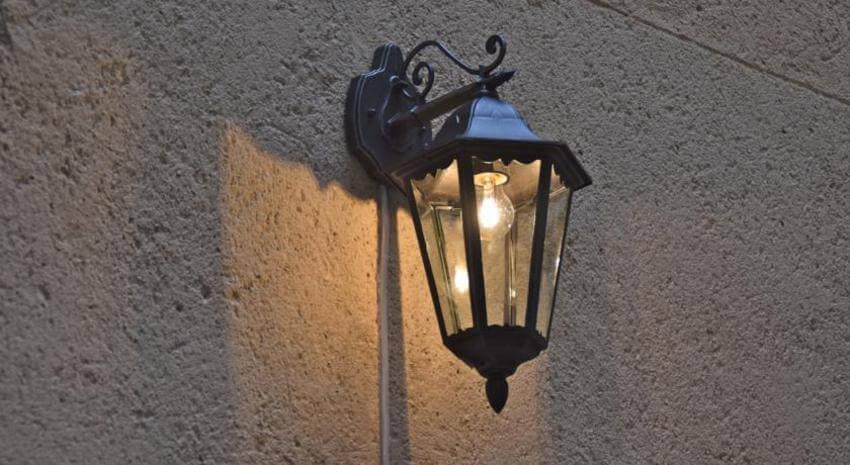 На фото: светильник для уличного освещения