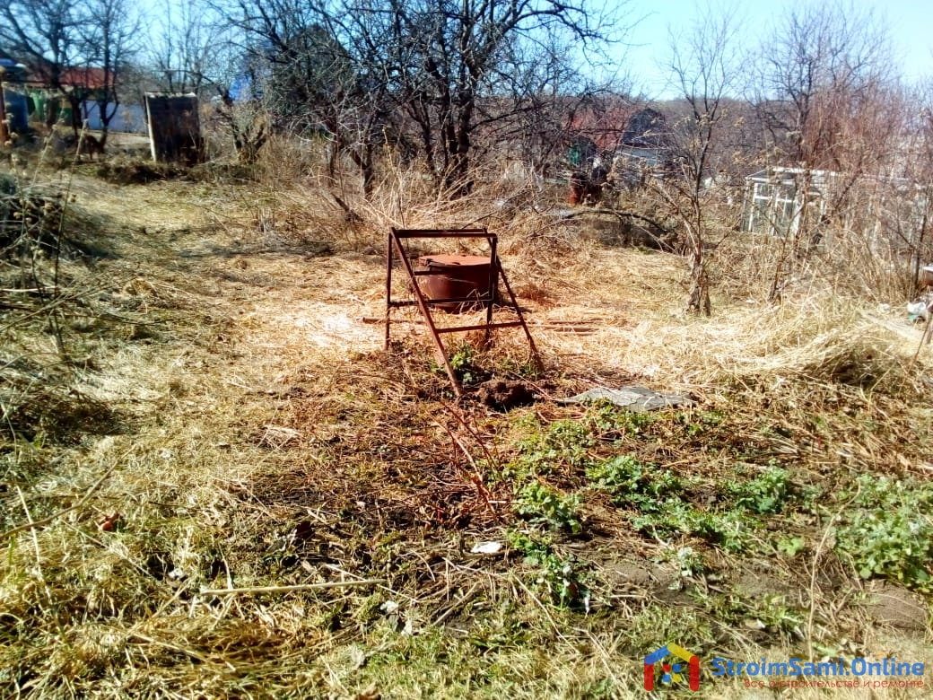 На фото: огород весной
