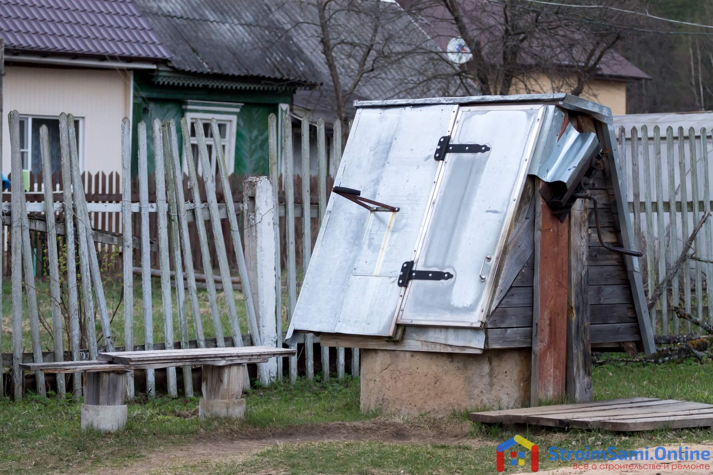 На фото: деревенский колодец