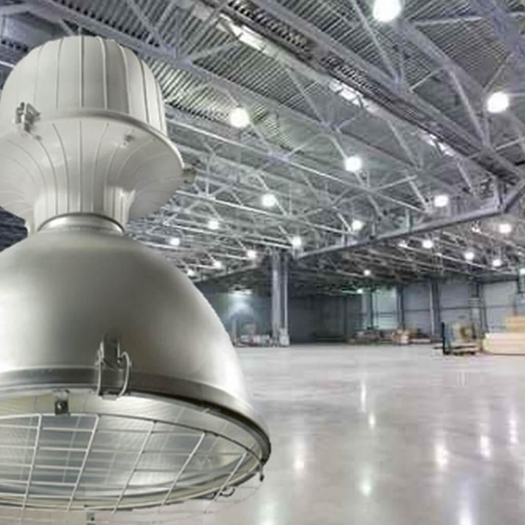 На фото: светильник для склада