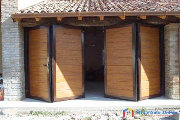 На фото: складные ворота для гаража