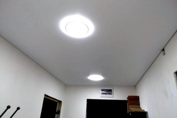 На фото: матовый натяжной потолок