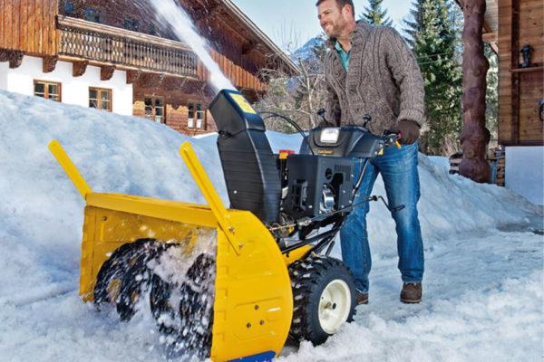 На фото: снегоуборочная техника