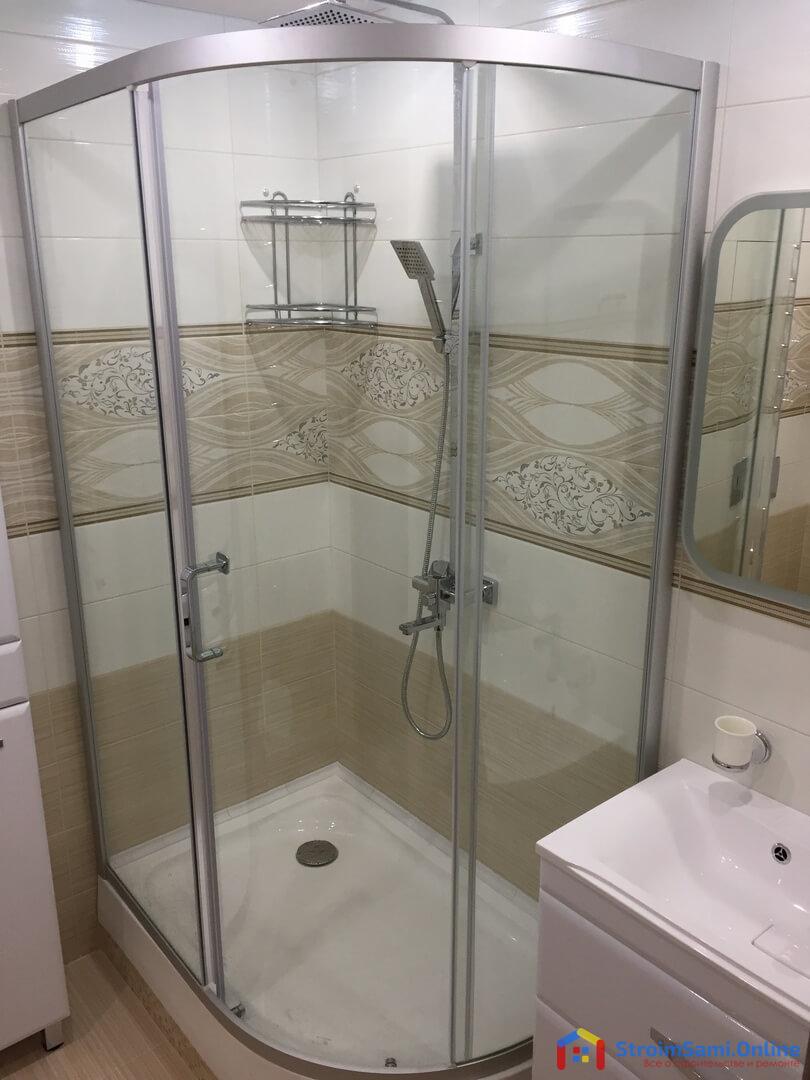 На фото: душевая кабина вместо ванны