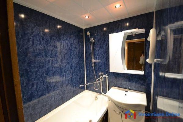 На фото: отделка стен в ванной панелями ПВХ