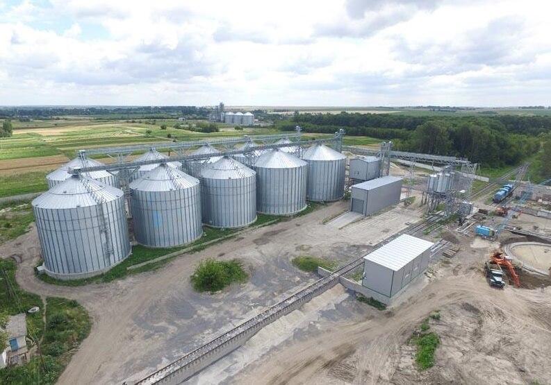 На фото: емкости для хранения зерна на 65 000 тонн