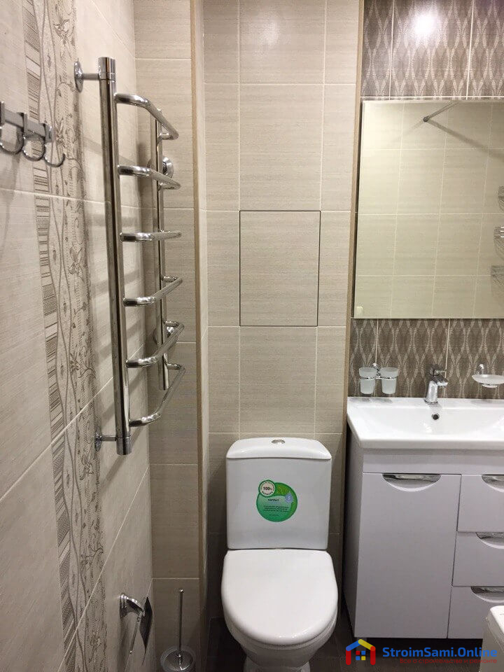 Фото 8: слева на стене установлен полотенцесушитель