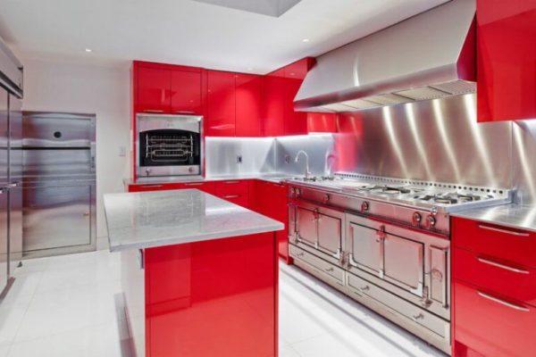 На фото: кухня с островом