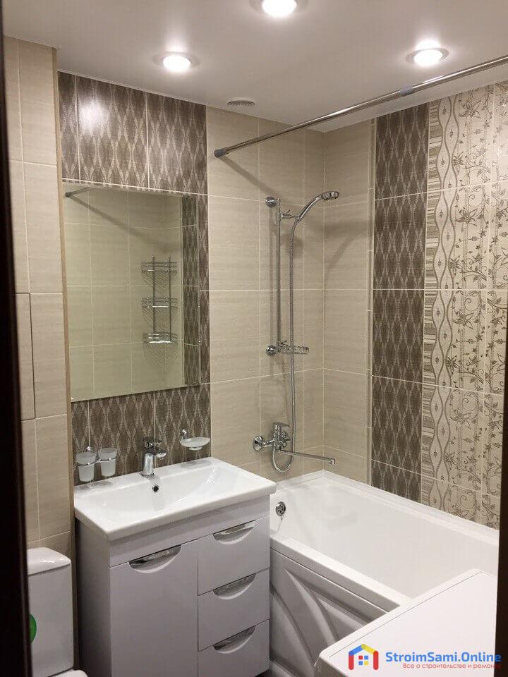 Фото 1: Новая ванна, тумба с раковиной, зеркало
