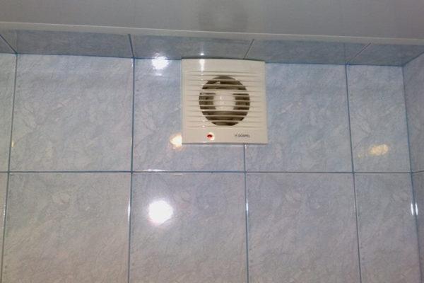 На фото: вентиляция в ванной
