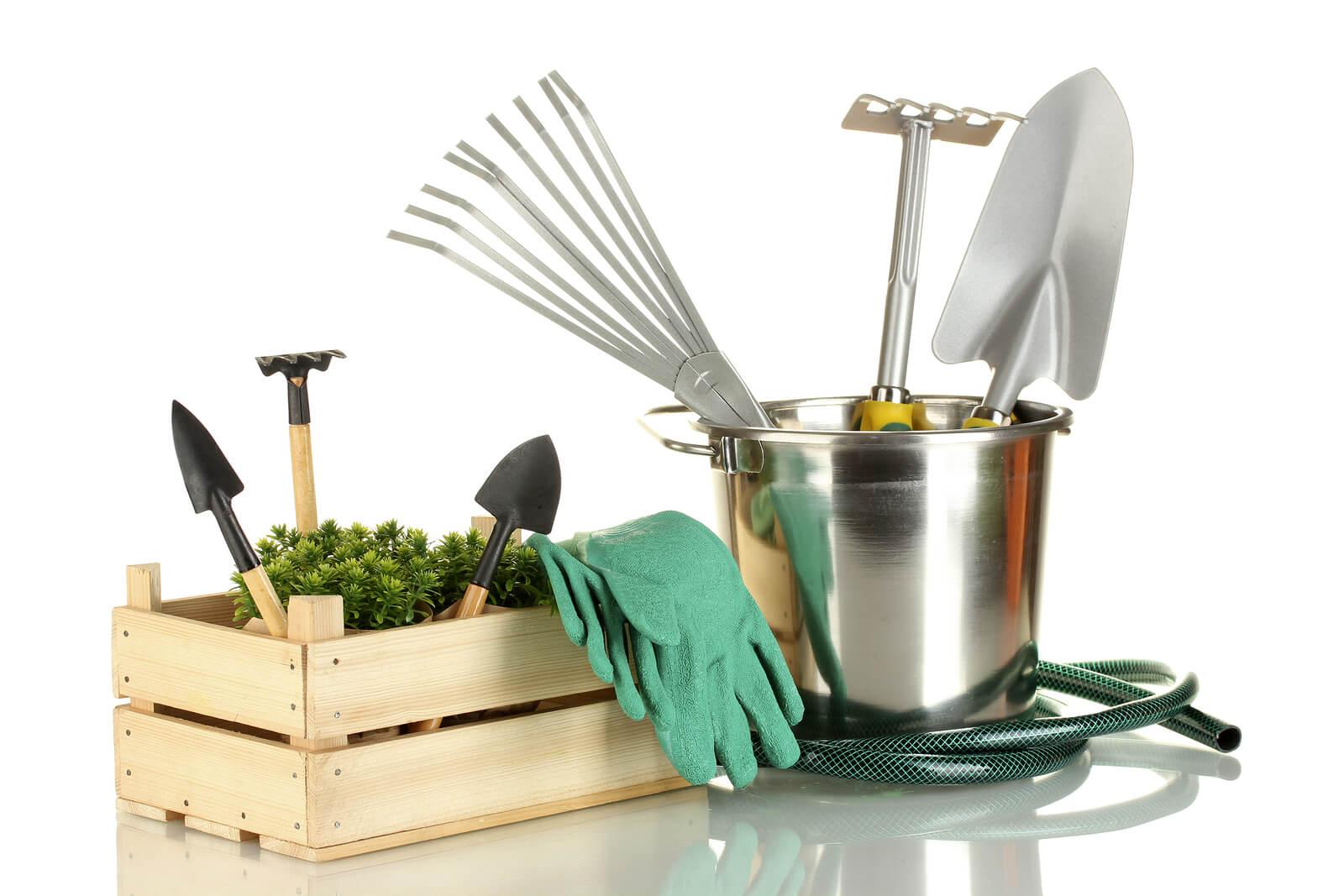 На фото: товары для сада и дома