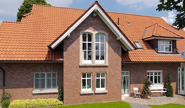 На фото: фасадная облицовочная плитка, имитирующая камень или кирпич