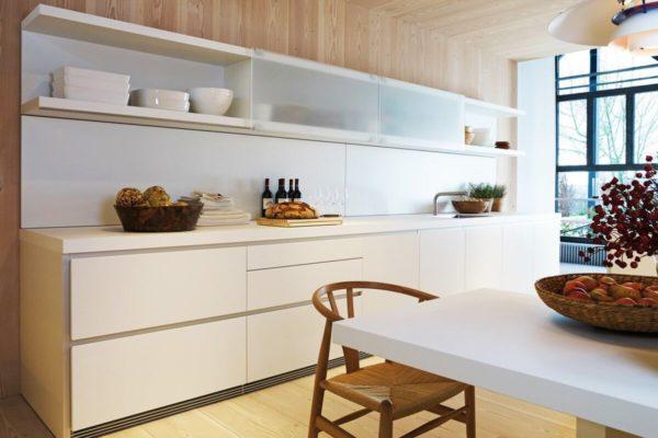 На фото: кухня в светлых тонах