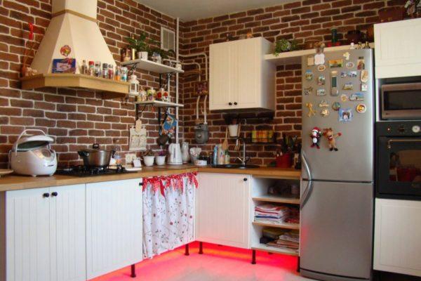 На фото: кухня в стиле Лофт без верхних навесных ящиков