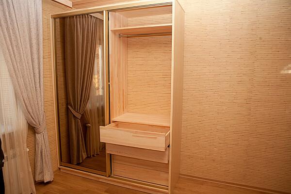 На фото: шкаф из мебельного щита своими руками