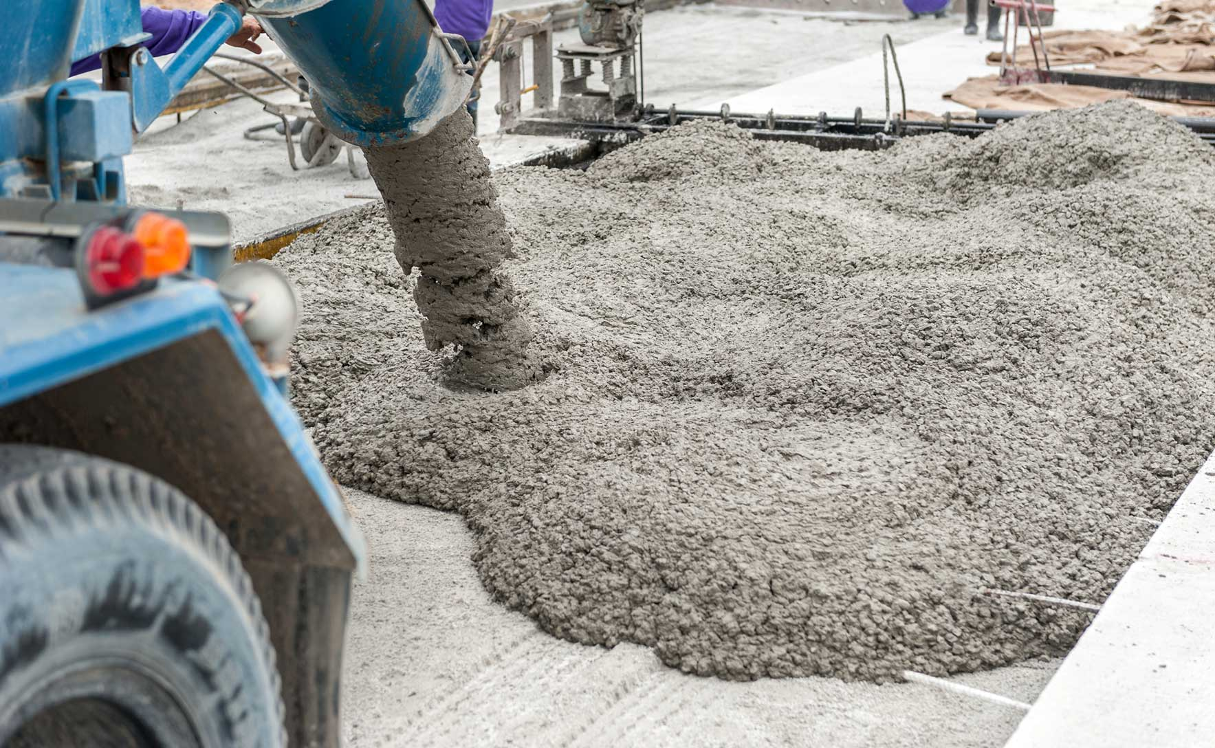 Дорожный бетон: состав, особенности производства, требования к конструкциям