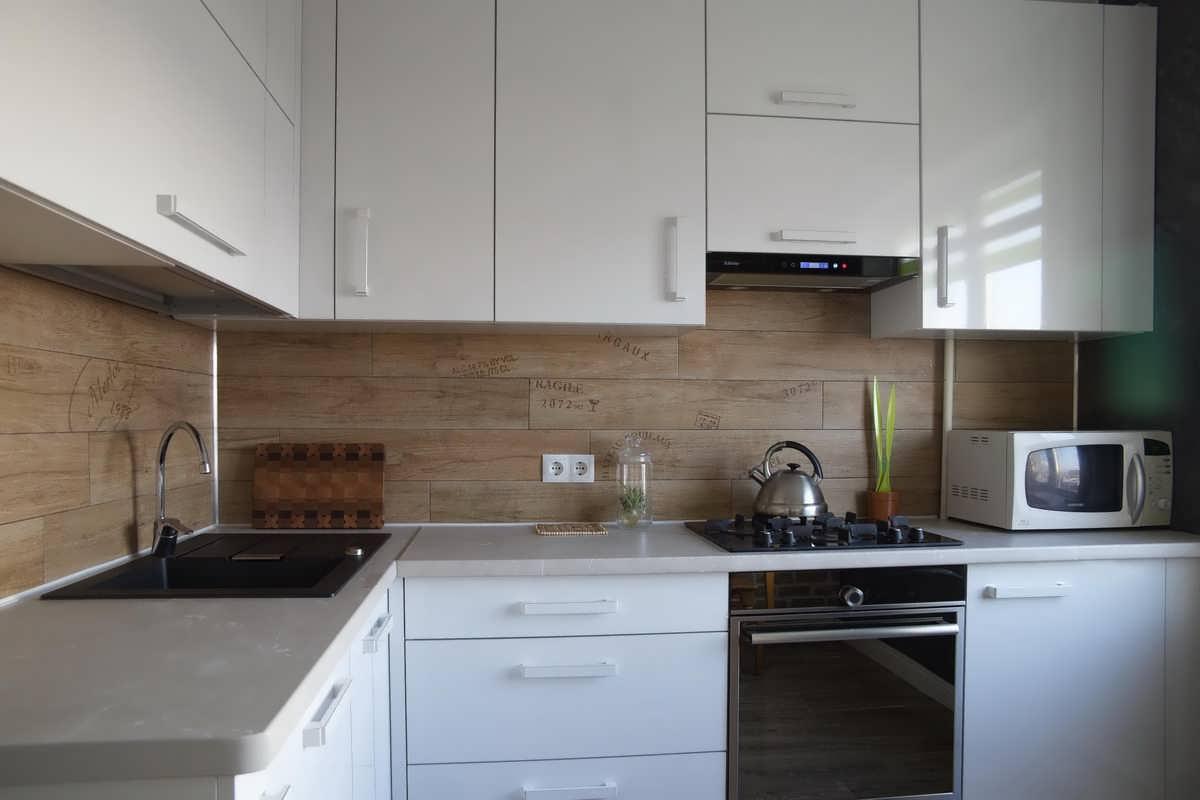 На фото: кухонный фартук из ламината